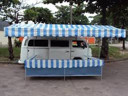 Bangalô-Food-Truck para venda de empanadas brasileiras com veículo utilitário vintage