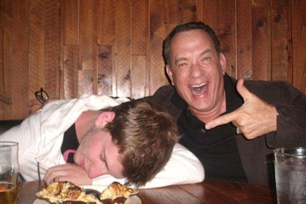 Nem se você tirar uma foto com o Tom Hanks.
