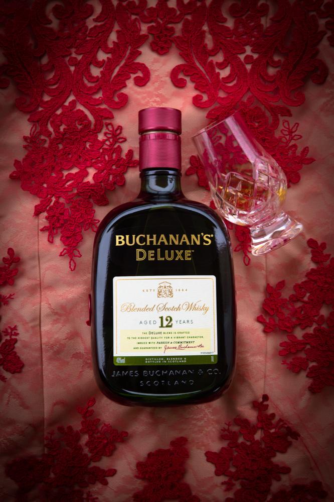 buchanans-12-3-o-cao-engarrafado