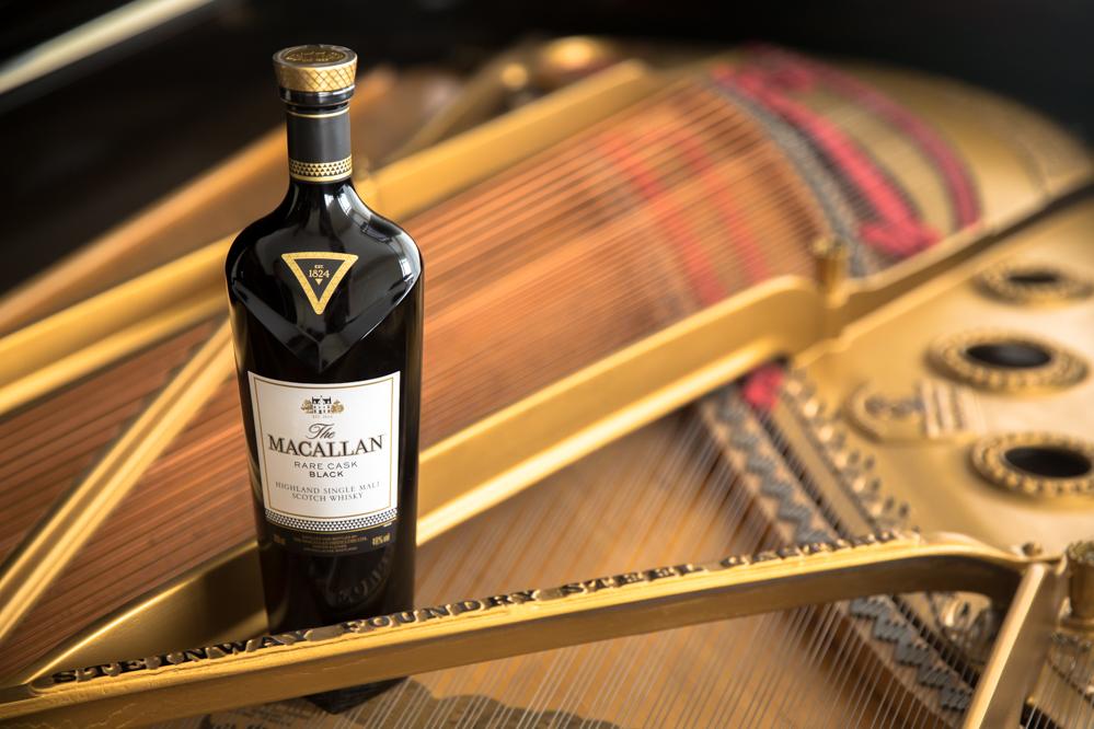macallan-rare-black-o-cao-engarrafado